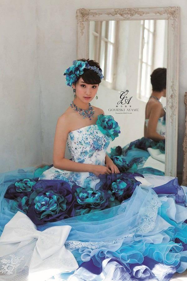 剛力彩芽 可愛い髪型のドレスや過激な水着画像