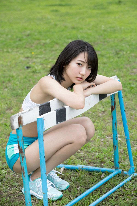 武田玲奈が陸上部でヘソ出し胸チラしてるエロ画像