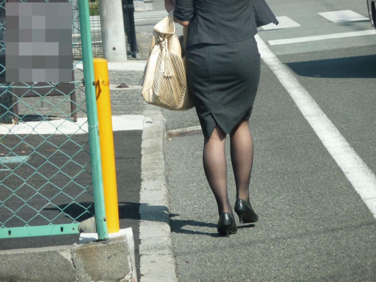 タイトスカートのOL街撮りエロ画像 30