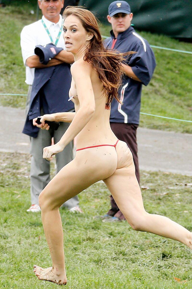 海外女性ストリーキング画像 43