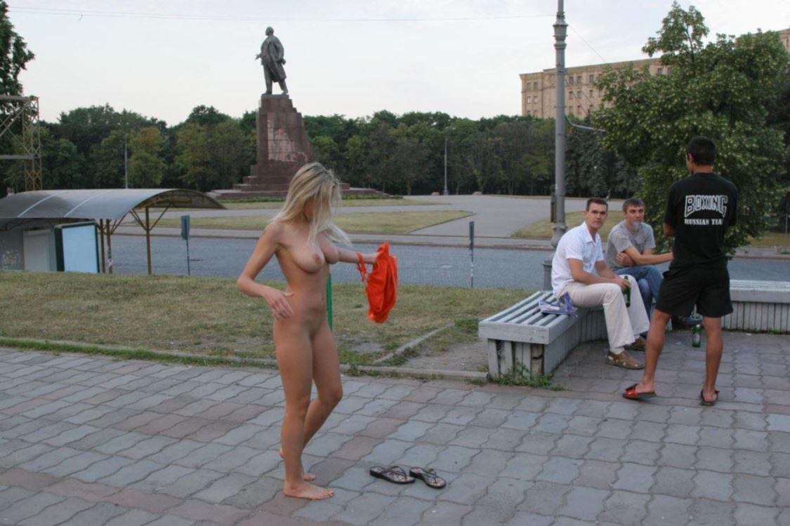 海外女性ストリーキング画像 47