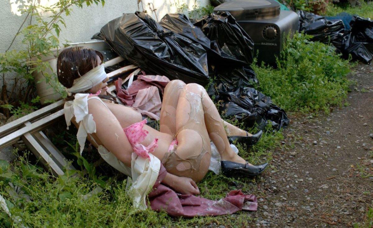 レイプ後の哀れな女のエロ画像 4