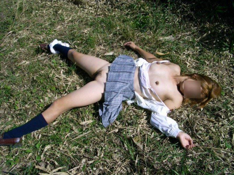 レイプ後の哀れな女のエロ画像 15