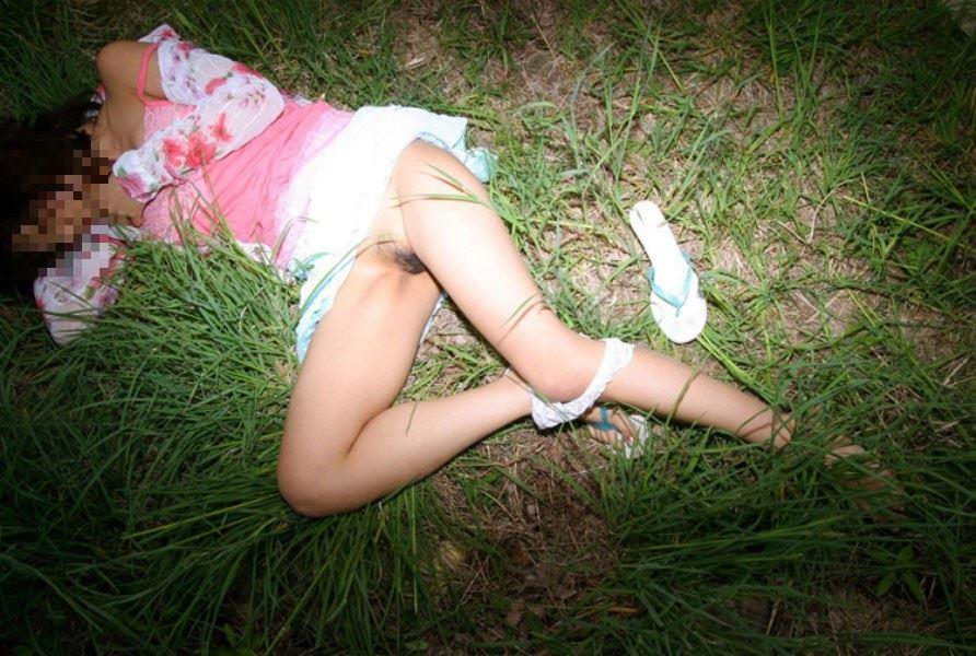 レイプ後の哀れな女のエロ画像 20