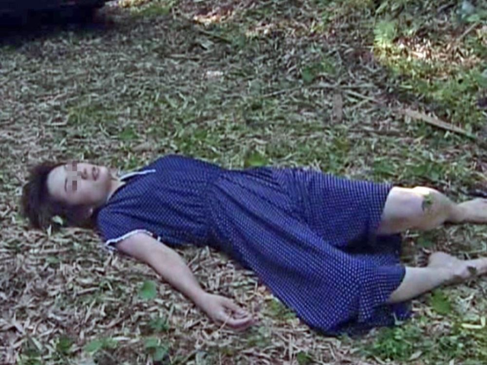 レイプ後の哀れな女のエロ画像 22
