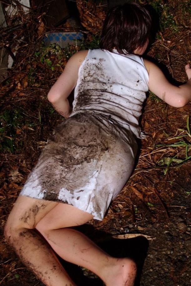レイプ後の哀れな女のエロ画像 29