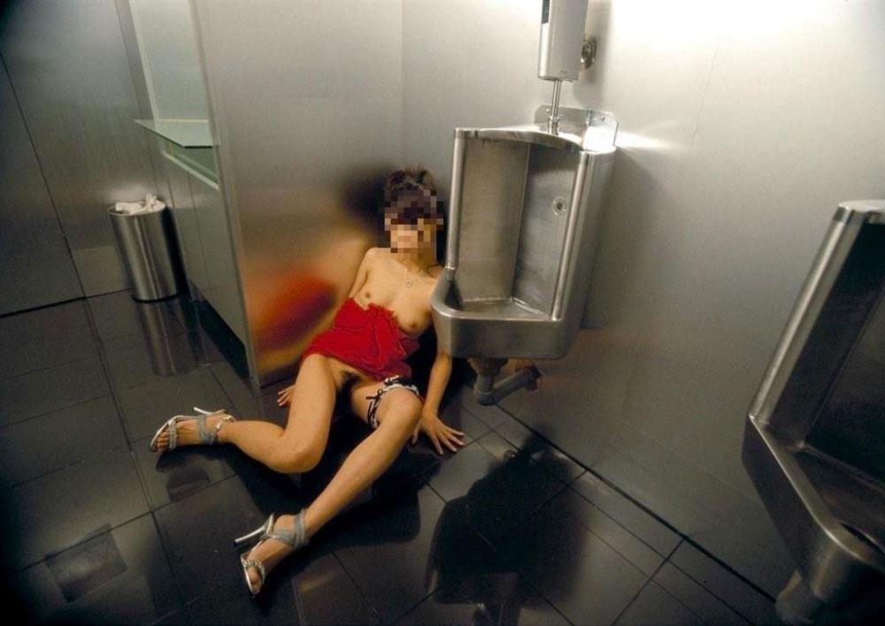 レイプ後の哀れな女のエロ画像 30