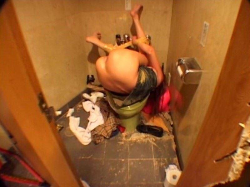 レイプ後の哀れな女のエロ画像 40