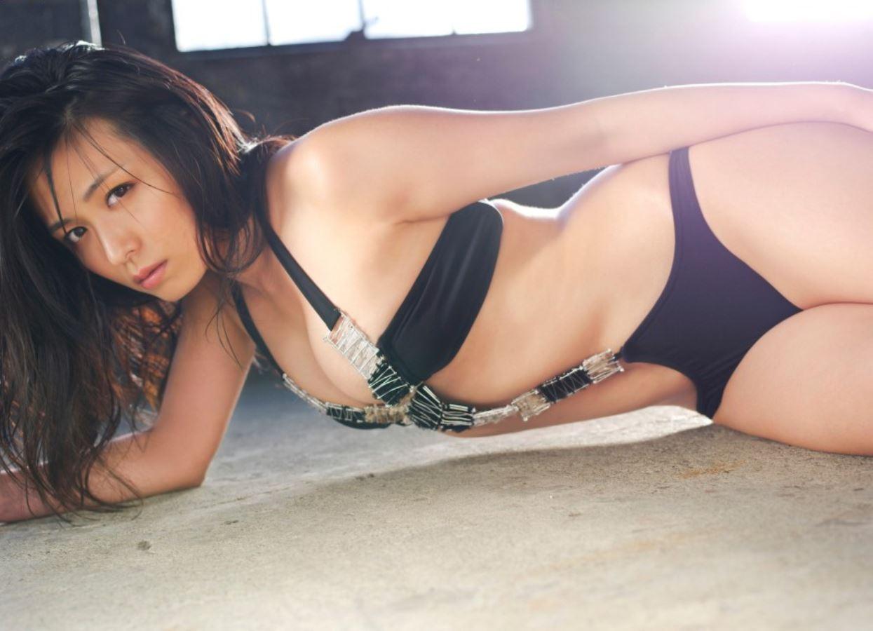 川村ゆきえ セクシー女優の過激Eカップ水着画像