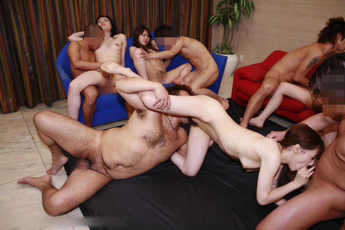 乱交パーティーの集団セックス画像 16