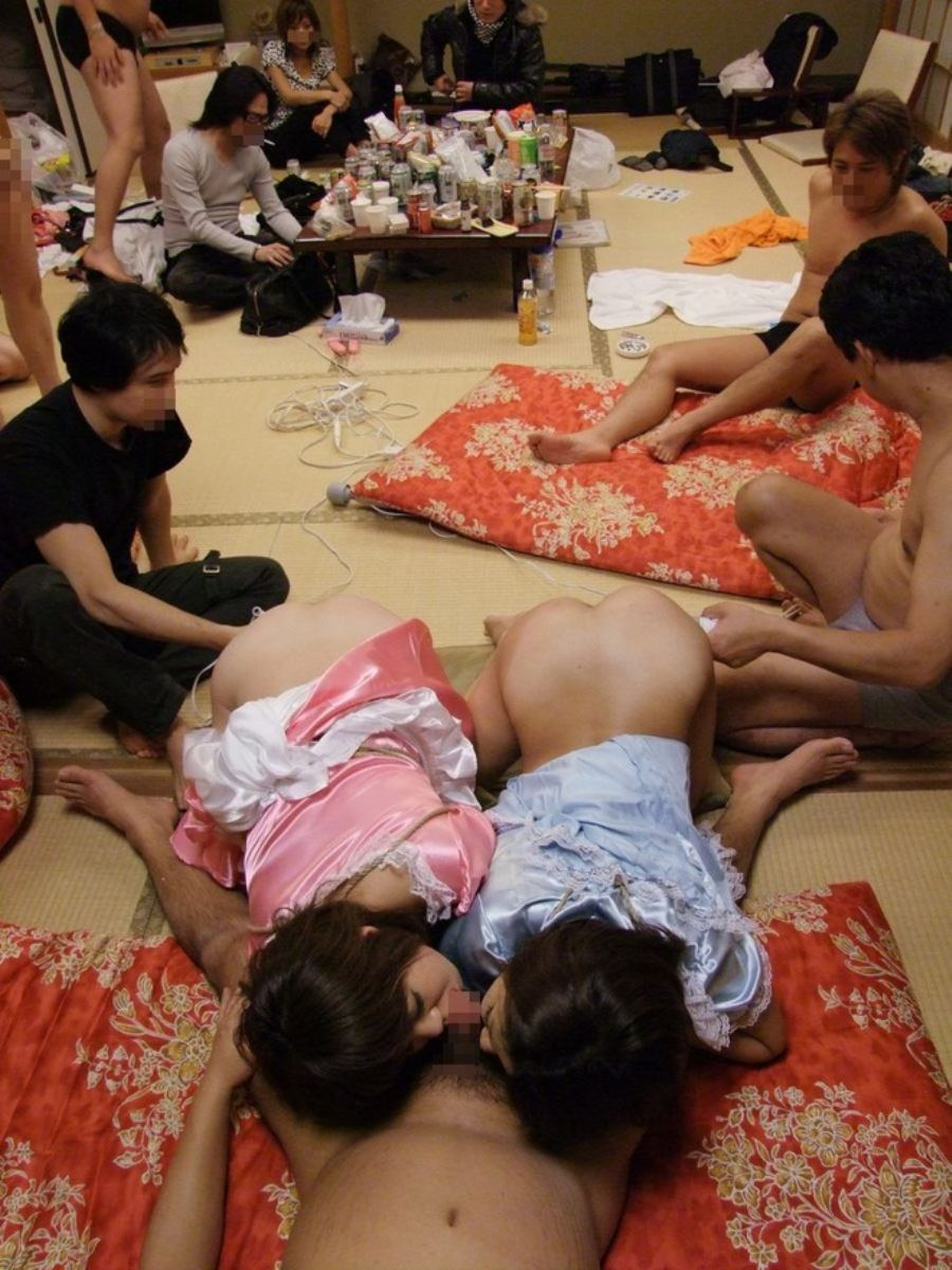 乱交パーティーの集団セックス画像 20