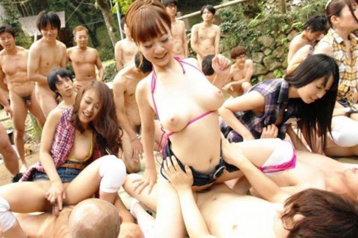 乱交パーティーの集団セックス画像 88