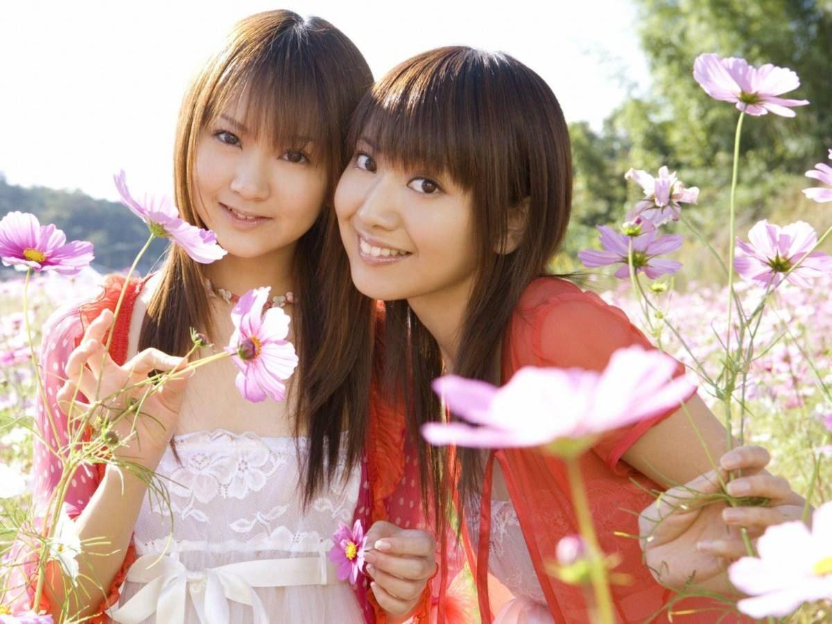 浜田翔子と浜田コウが水着で抱き合う姉妹エロ画像