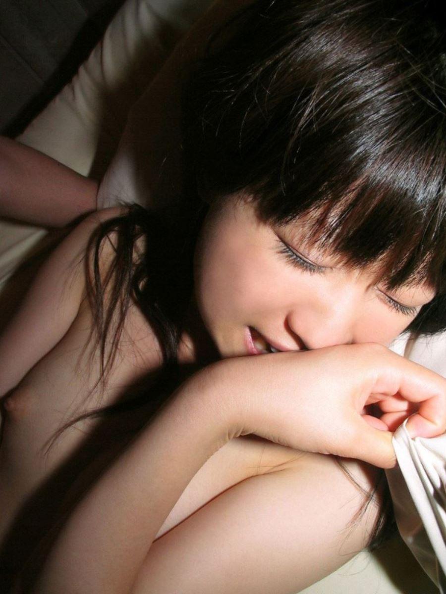 初心で可愛らしい素人少女のハメ撮りエロ画像