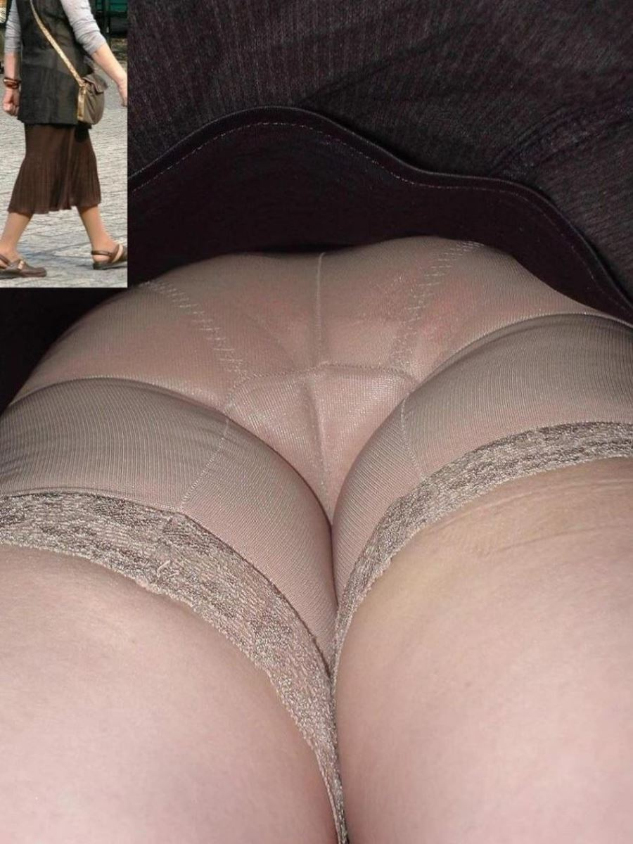 盗撮熟女のパンティー画像