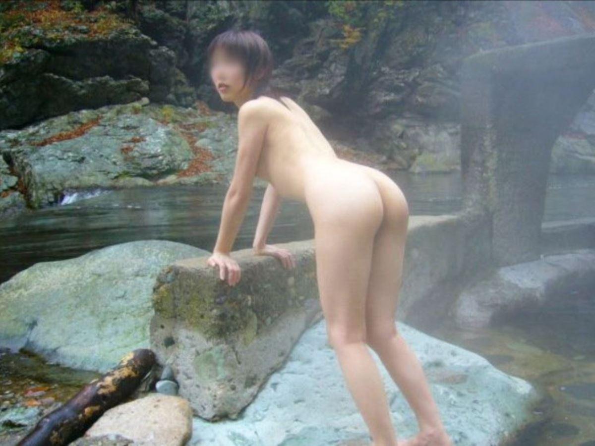 露天風呂で素人を隠し撮りした温泉盗撮画像 19