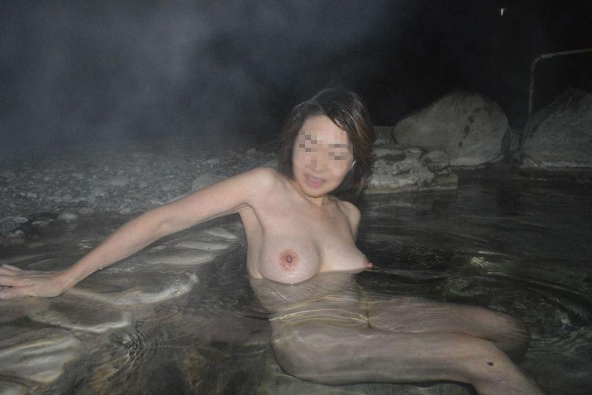 露天風呂で素人を隠し撮りした温泉盗撮画像 27