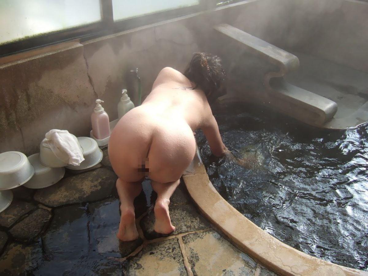 露天風呂で素人を隠し撮りした温泉盗撮画像 34