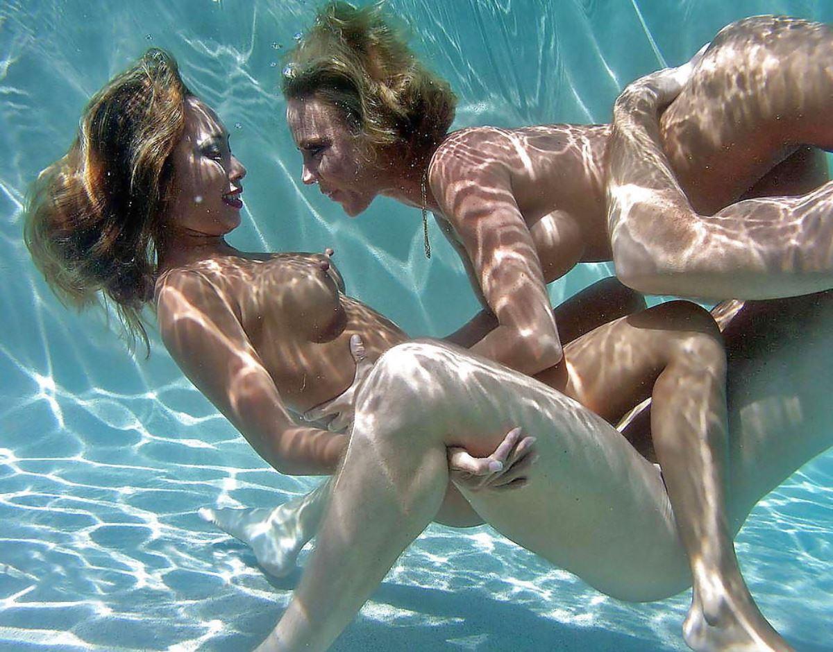 水中セックス画像 5