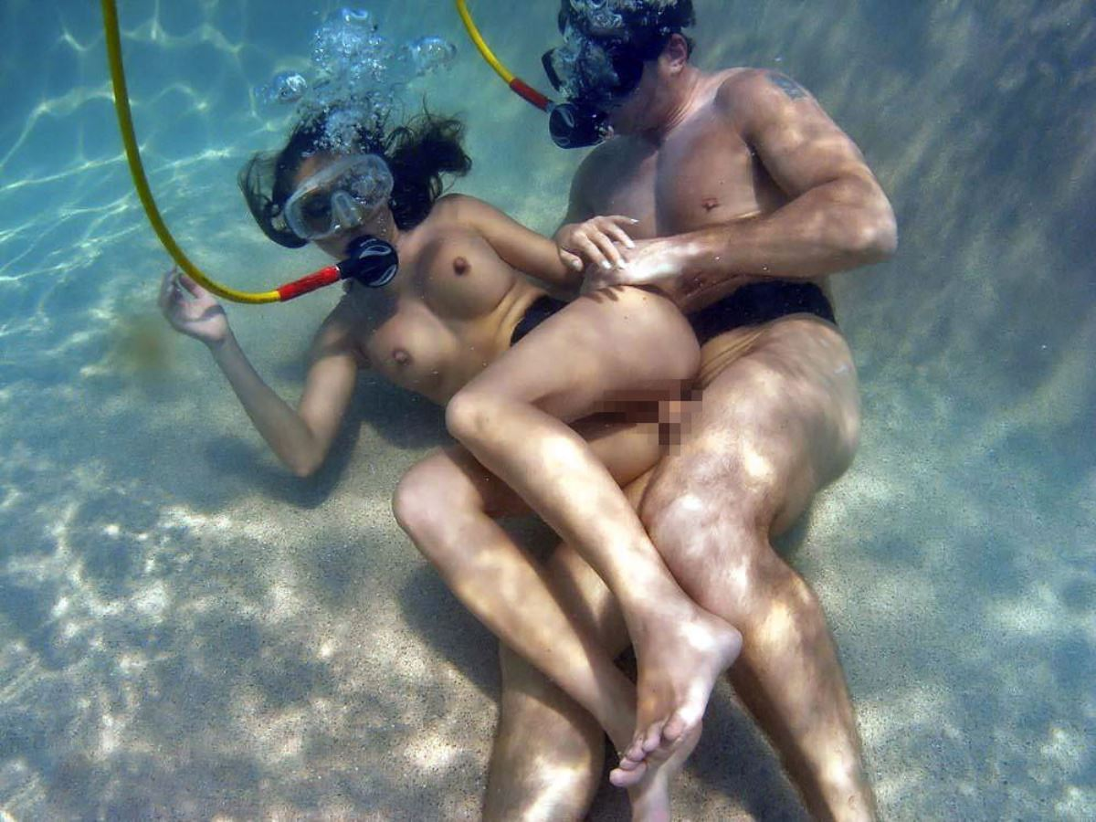 水中セックス画像 9