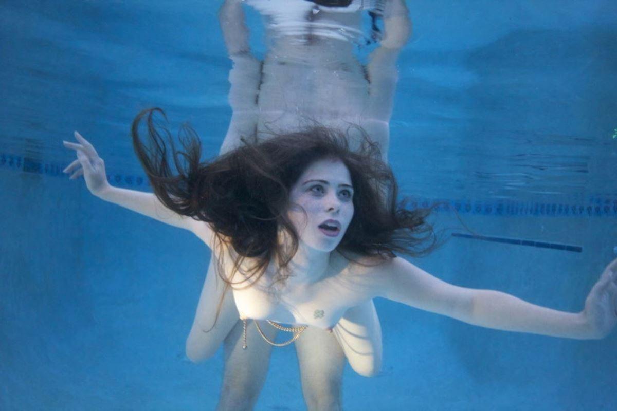 水中セックス画像 32