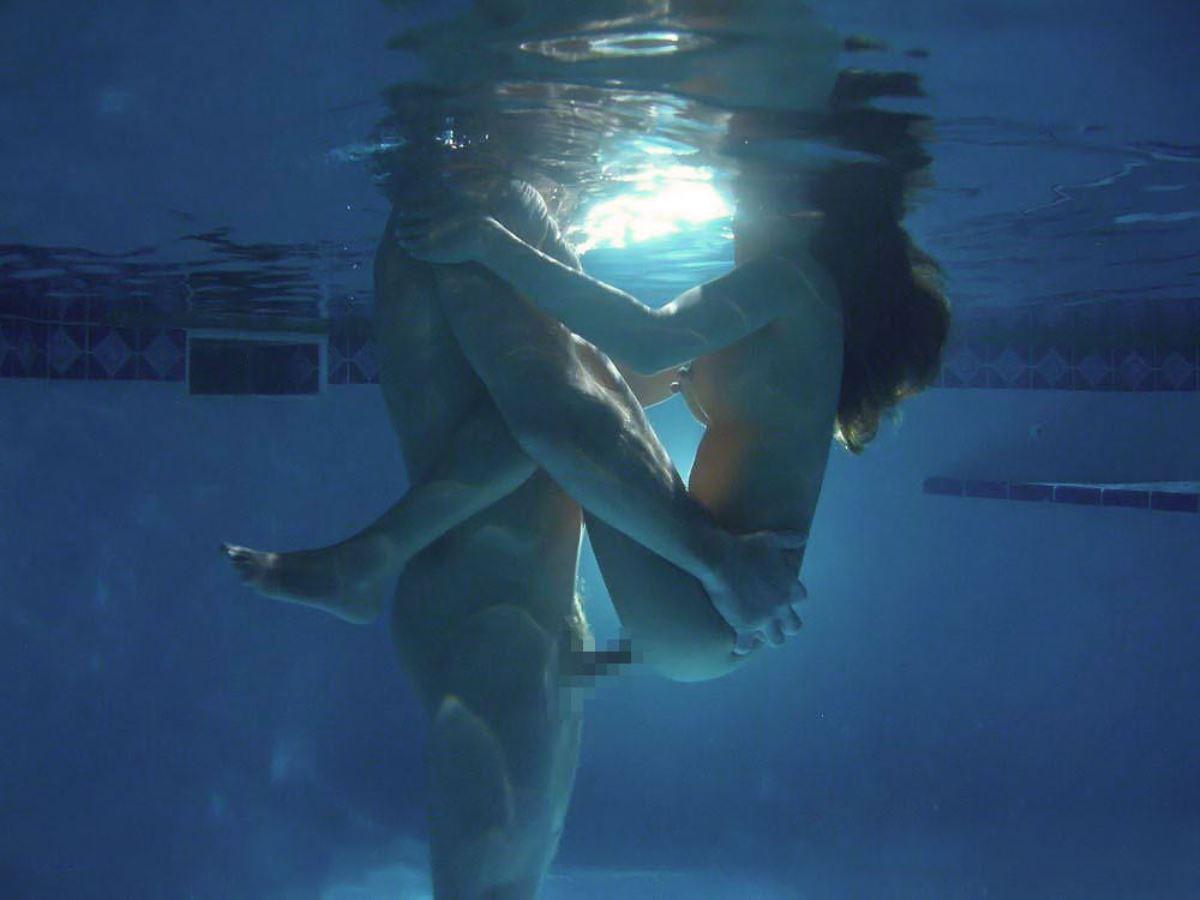 水中セックス画像 39
