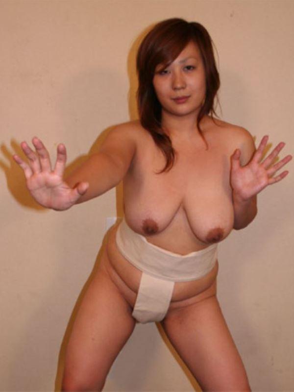 女相撲!!まわし一枚のオッパイ丸出し画像 2