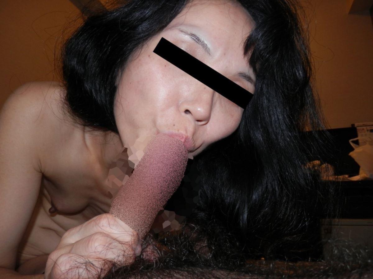 おばさん 口技 舌技 素人 熟女 フェラチオ エロ画像 36
