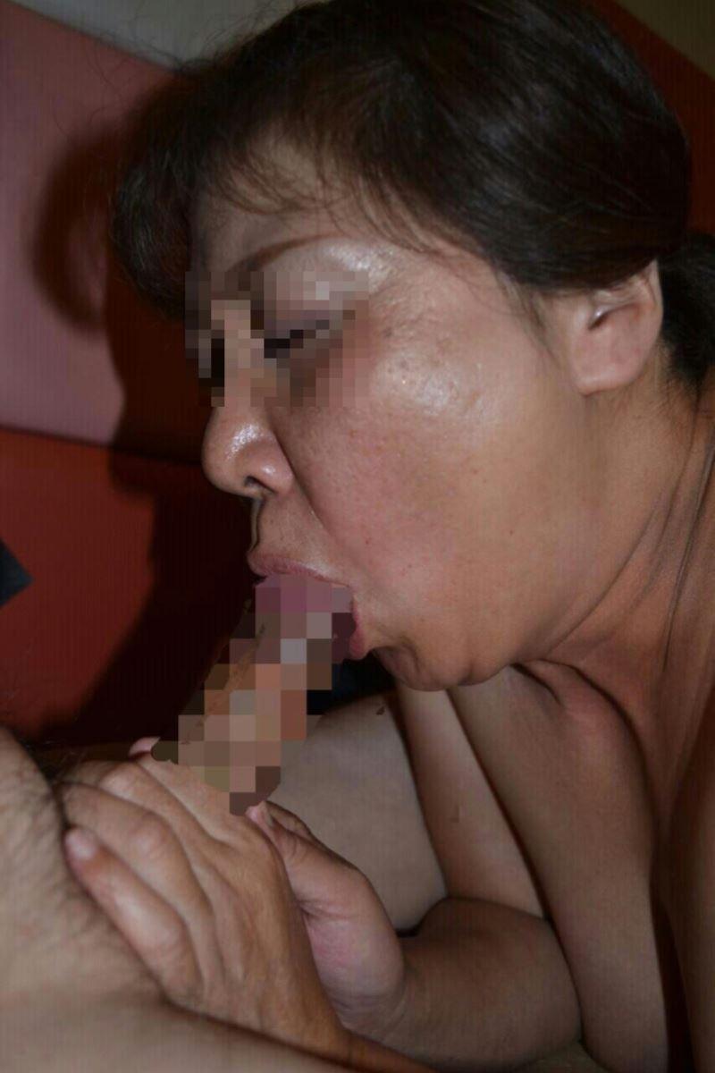 おばさん 口技 舌技 素人 熟女 フェラチオ エロ画像 92