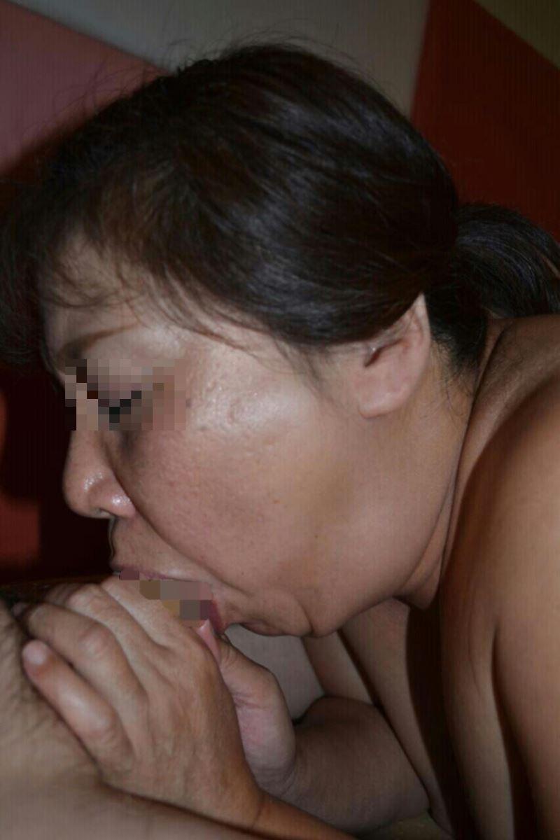 おばさん 口技 舌技 素人 熟女 フェラチオ エロ画像 93