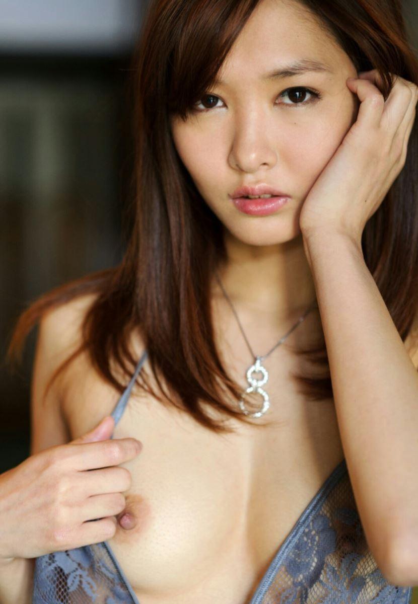 片乳 ポロリ セックスアピール おっぱい エロ画像 9