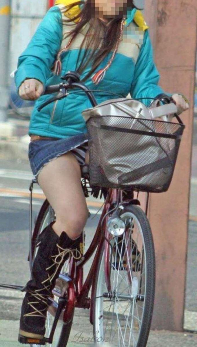 自転車 パンチラ デニム ミニ スカート エロ画像 28