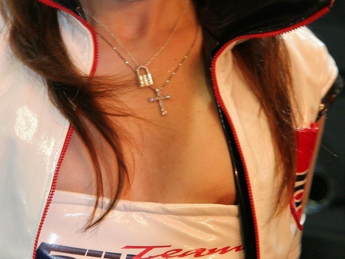 キャンギャル イベコン ハミ乳首 ムネチラ エロ画像 13