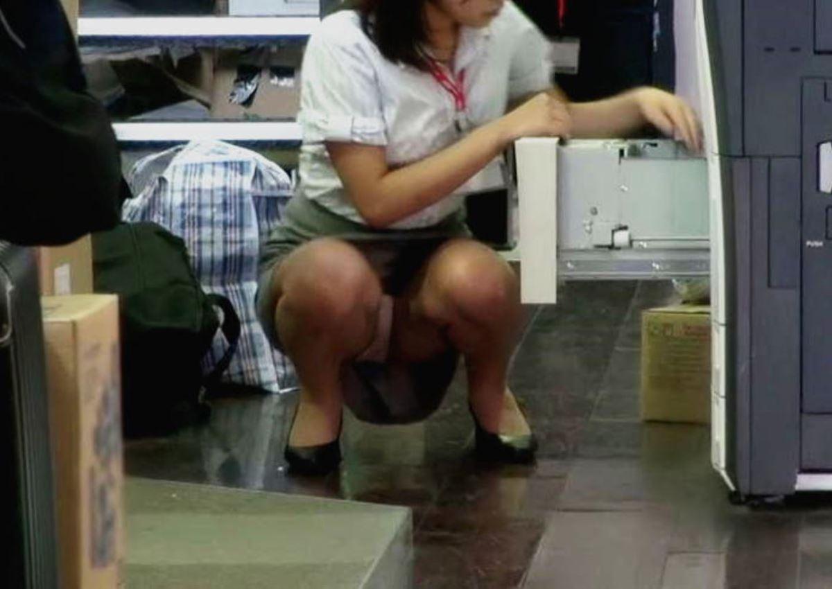 働くお姉さん 盗撮 街撮り パンチラ エロ画像 50