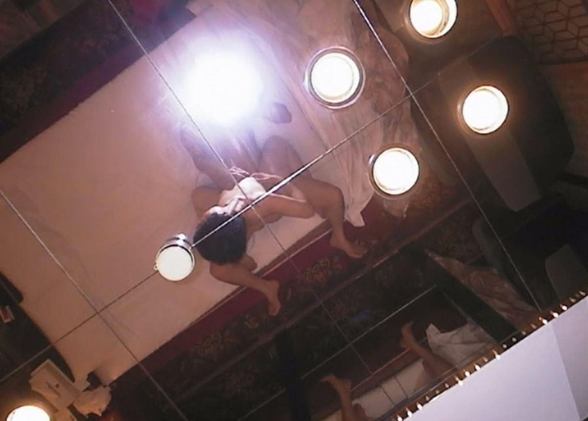 素人カップル セックス 鏡撮り ハメ撮り エロ画像 6