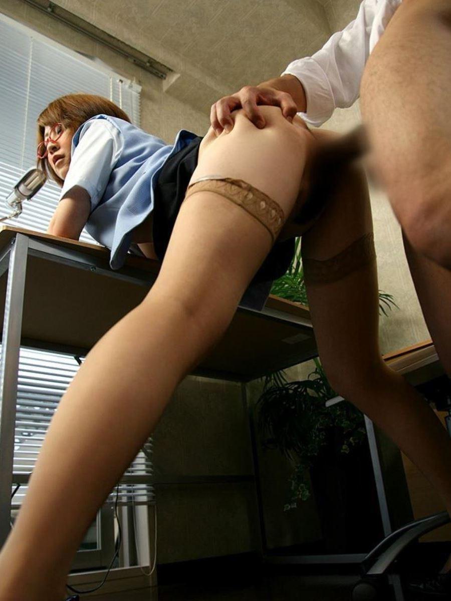 OLとオフィスでハメる会社内セックス画像 22