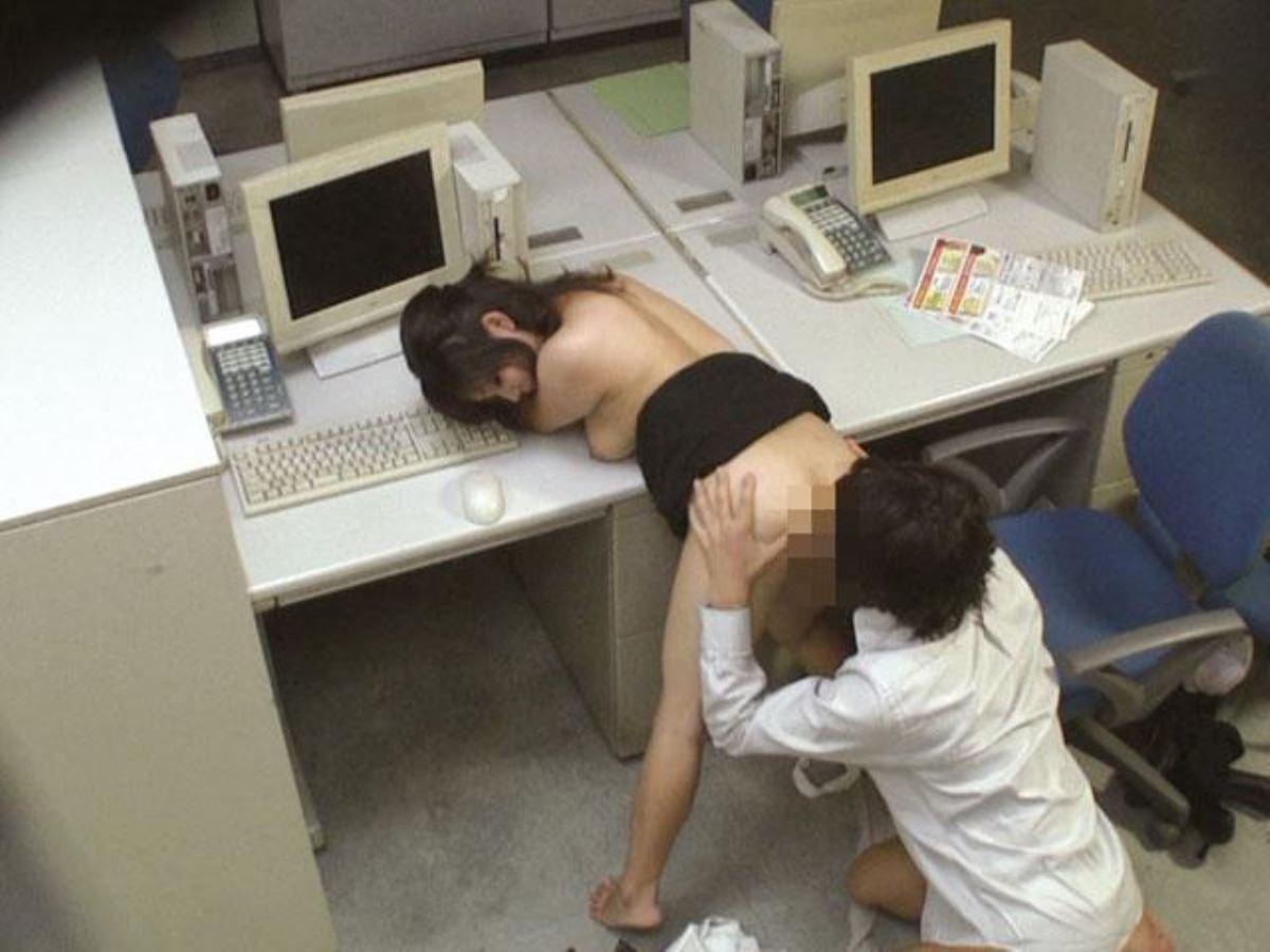 OLとオフィスでハメる会社内セックス画像 49