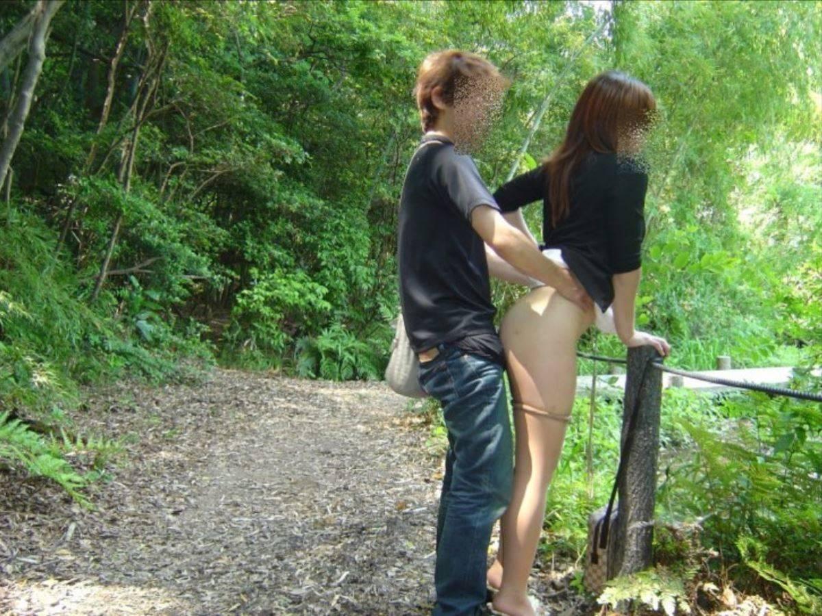 素人 カップル 野外 セックス 画像 2