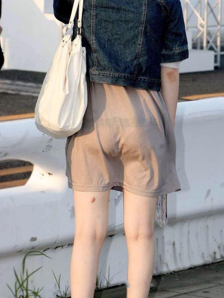 パンツの色柄までモロ透けなパン透けエロ画像 7