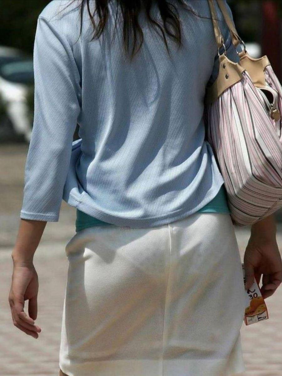 パンツの色柄までモロ透けなパン透けエロ画像 10