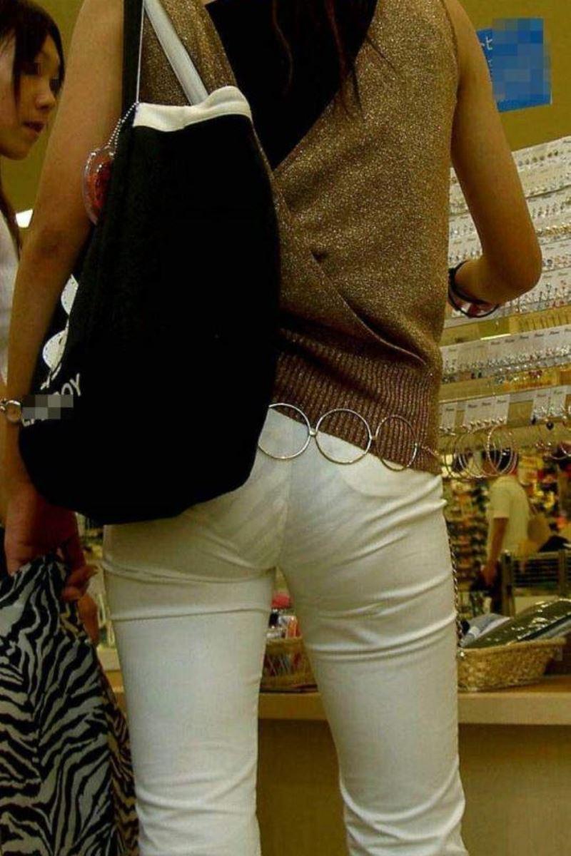 パンツの色柄までモロ透けなパン透けエロ画像 16