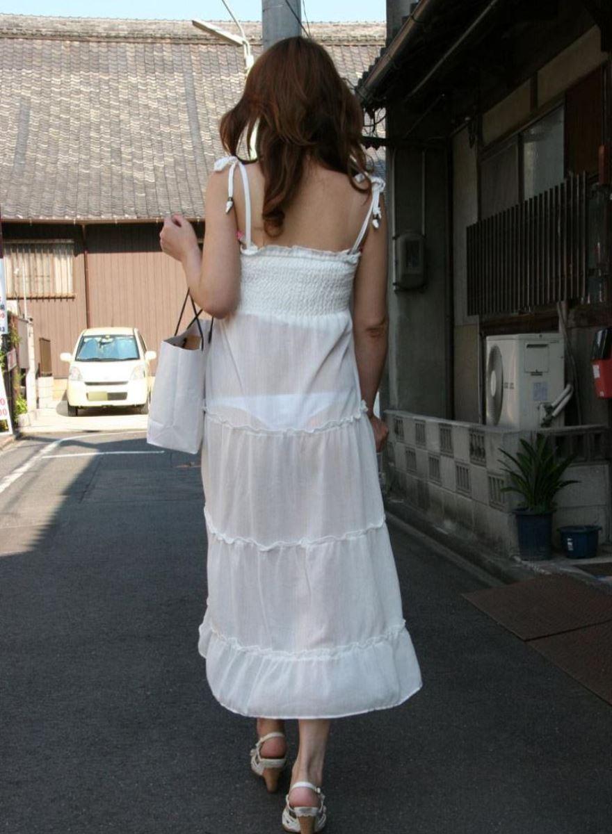 パンツの色柄までモロ透けなパン透けエロ画像 19