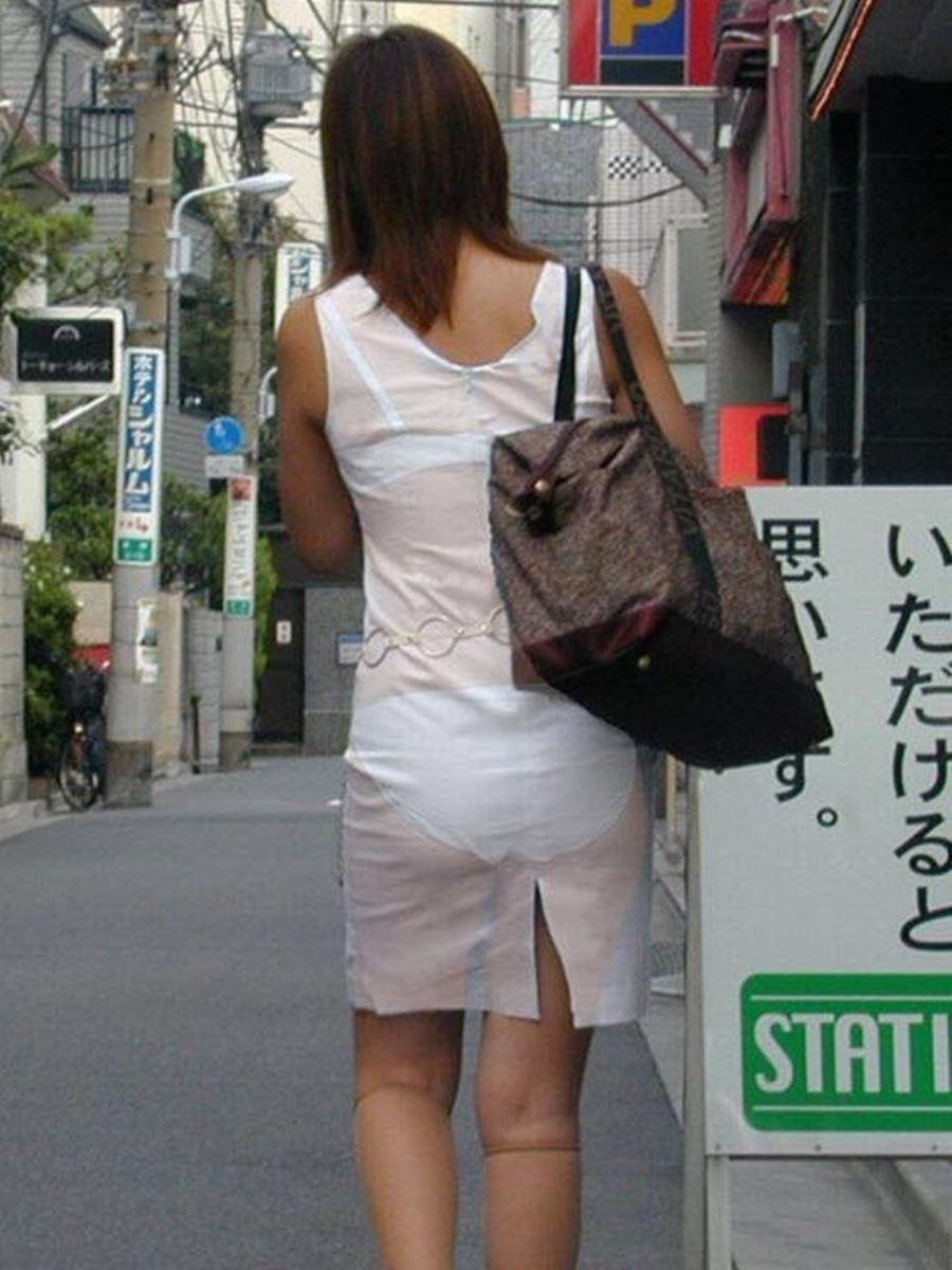 パンツの色柄までモロ透けなパン透けエロ画像 20