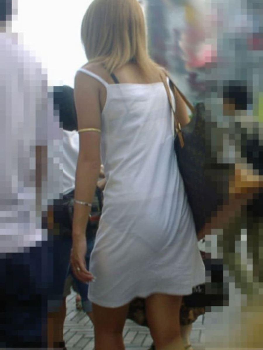 パンツの色柄までモロ透けなパン透けエロ画像 42