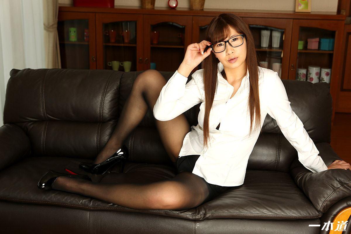 田代マリ 巨乳眼鏡OLの無修正セックス画像
