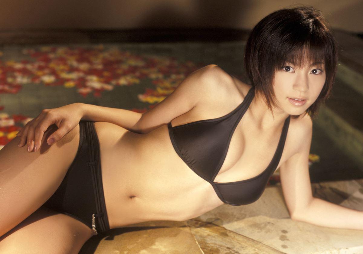 安田美沙子の水着姿が懐かしい高画質グラビア画像