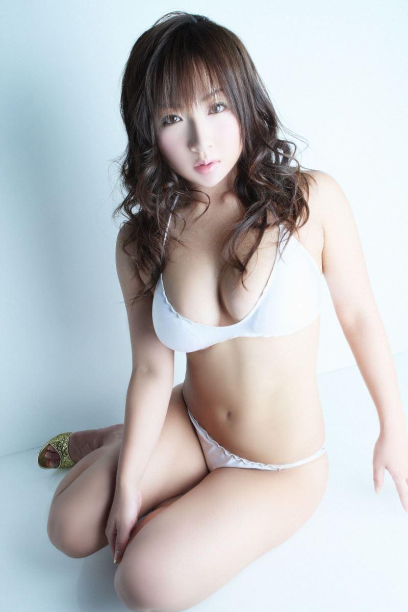愛川ゆず季のHカップが過激なセクシー水着画像