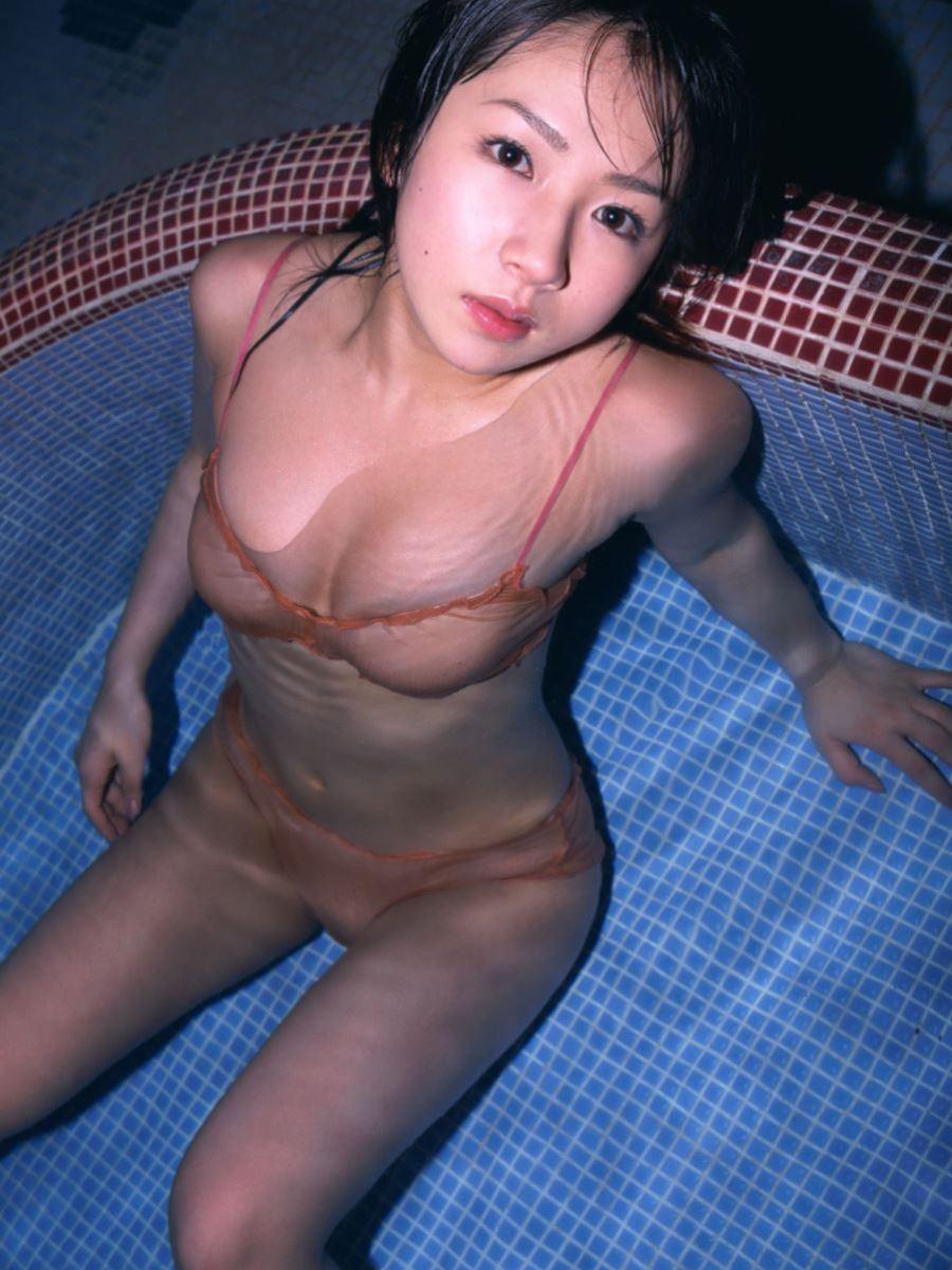 女子プロレスラーだった愛川ゆず季の過激水着画像