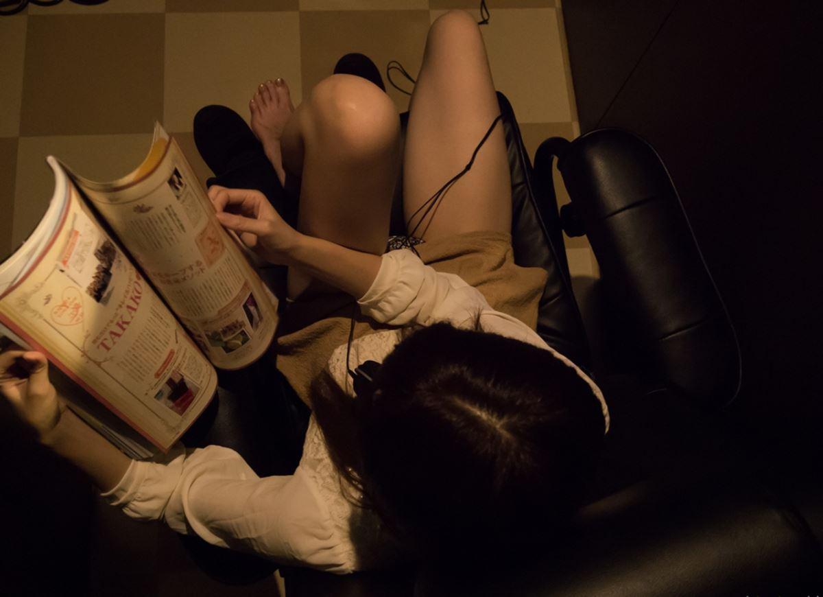 ネットカフェでハメ撮りを楽しむ素人セックス画像 31