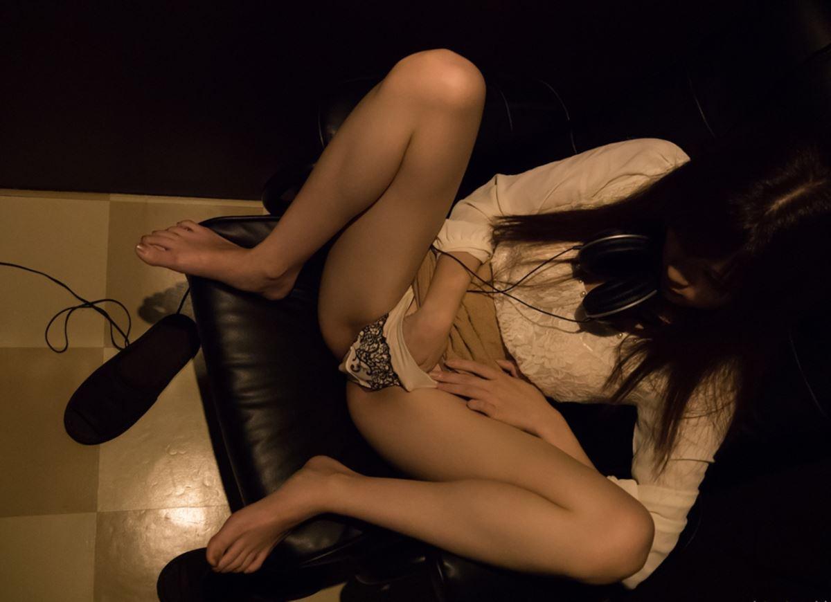 ネットカフェでハメ撮りを楽しむ素人セックス画像 45
